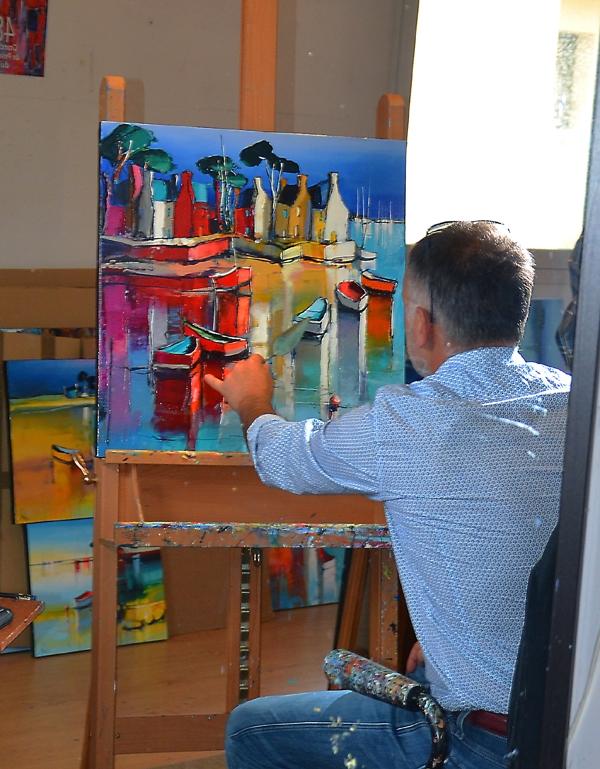 Eric Le Pape au travail dans son atelier de Plougar, Finistère, Bretagne